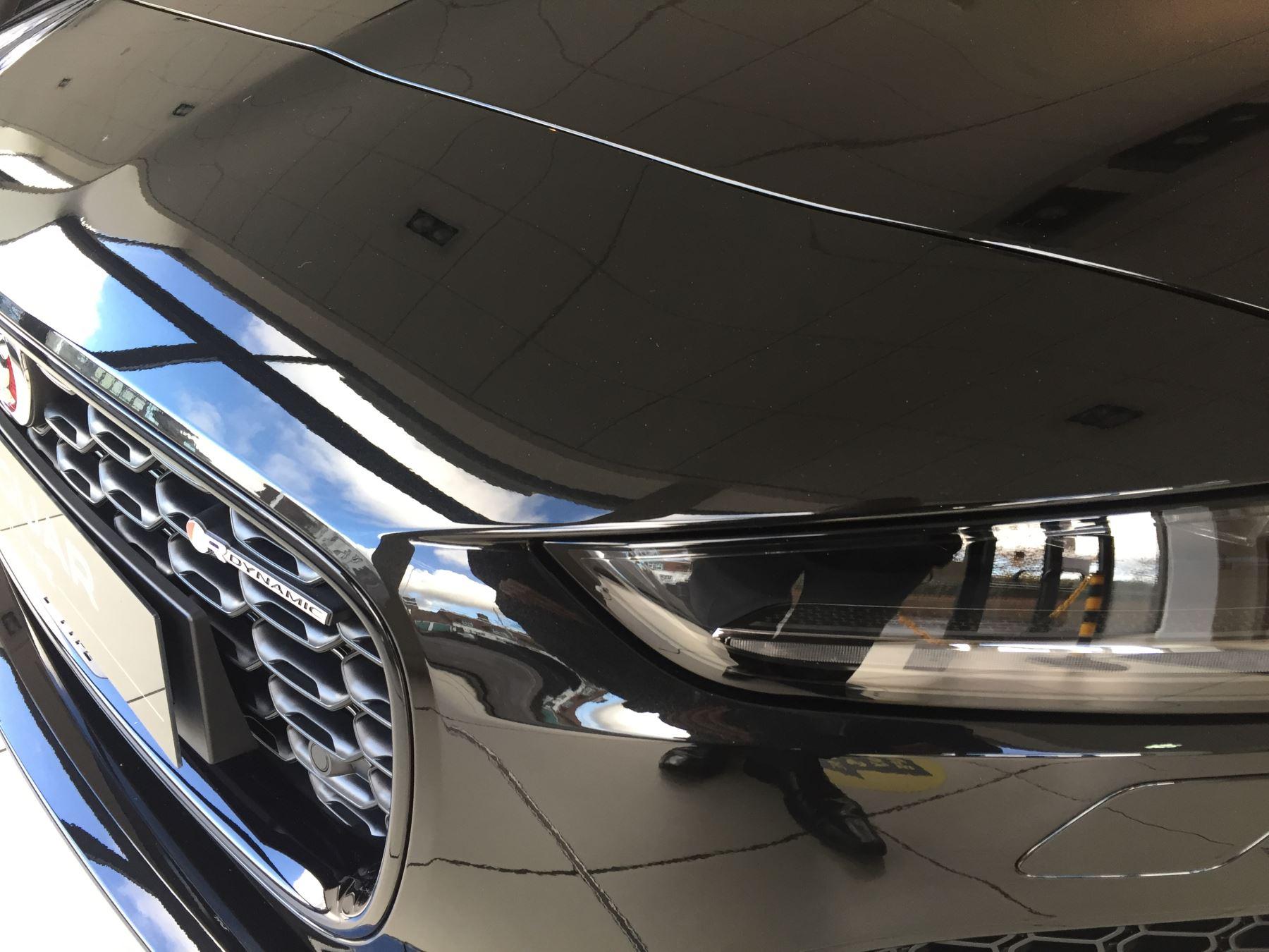 Jaguar F-TYPE 5.0 P450 Supercharged V8 R-Dynamic AWD image 3